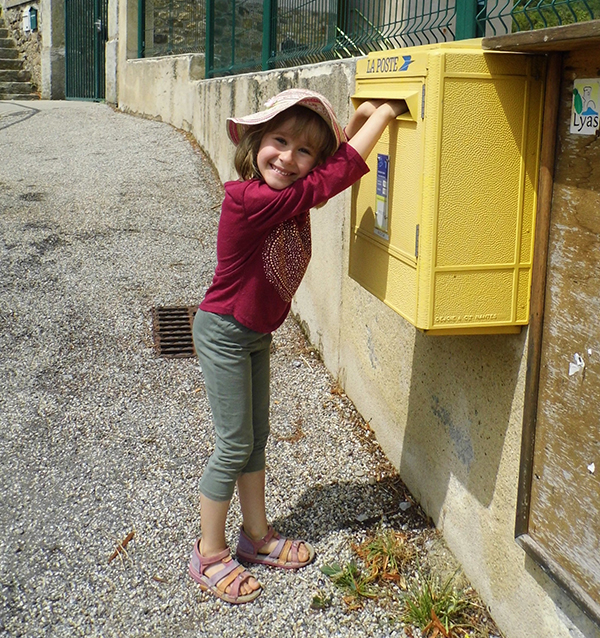 Postcrossing Spotlight: Helena2008 from France!