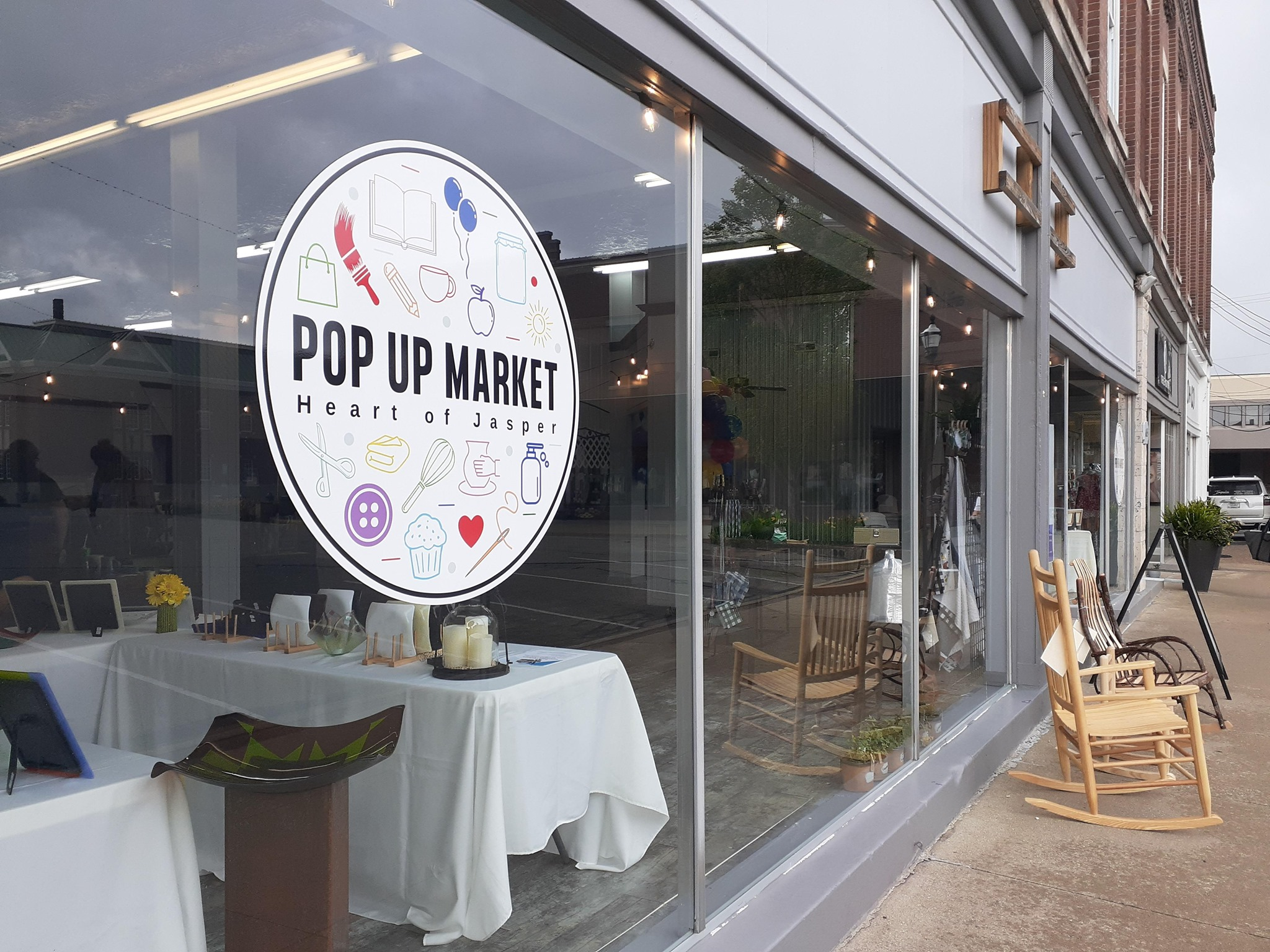 Vendors, Markets, Patrons Brave Wednesday Rain for Downtown Chowdown and Pop Up Market