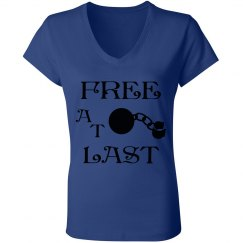 FREE AT LAST BLACK TEXT DIVORCE V NECK T-SHIRT