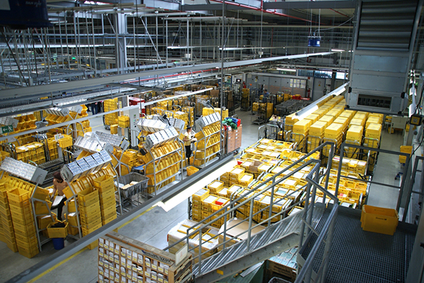Visiting a mail sorting center in Bremen