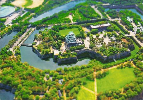 Jörg sent me this wonderful bird's-eye view of Osaka Castle, one of the three great castles in Japan. It was designated as a special historic site.