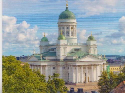 Beautiful Cathedral in Helsinki.  Nice clouds too!