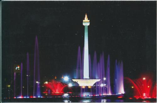 "Jakarta - the National Monument ""Monas"" is built to commemorate the struggle for Indonesian indepence. The 433 ft tall monument is obelisk shaped with 14,5 meters bronze flame, coated with 32 kilograms gold leaf at the top (Indonesia)"
